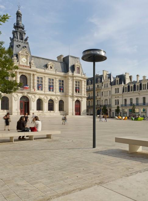 Luminaire Anello vue de jour, Poitiers - Photographie Boy de la Tour